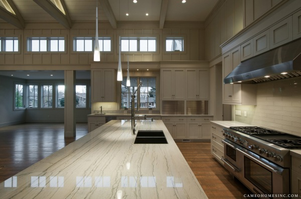 Kitchen by Cameo Homes Inc.